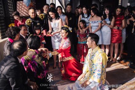 Kỷ niệm 3 năm về chung một nhà, Chung Lệ Đề chia sẻ loạt ảnh cưới trước đó chưa từng tiết lộ với chồng kém 12 tuổi - Ảnh 8.