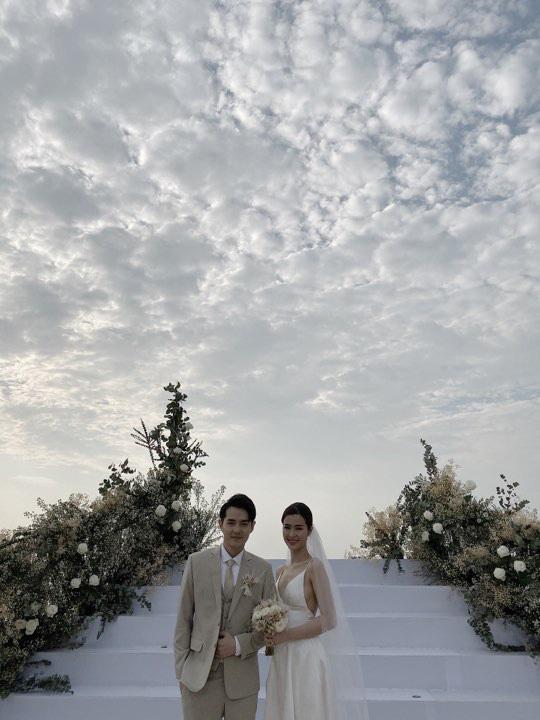 Toàn cảnh đám cưới siêu thế kỷ của Đông Nhi và Ông Cao Thắng: Cô dâu chú rể khóc hết nước mắt khi nhảy cùng bố mẹ hai bên - Ảnh 7.
