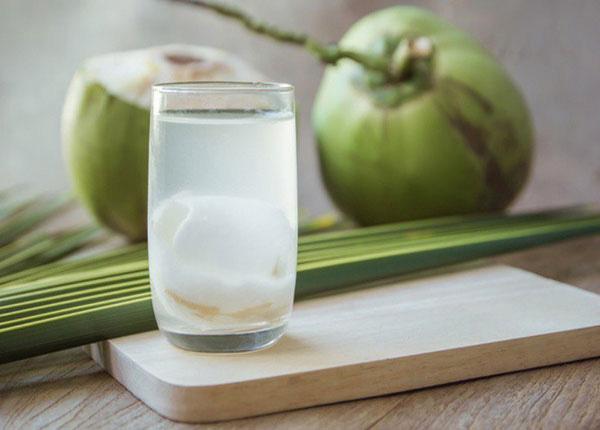 """Uống nước dừa vừa thơm ngon lại bổ dưỡng nhưng nếu thuộc 6 nhóm người sau thì bạn tốt nhất nên """"nhịn miệng"""" - Ảnh 1."""