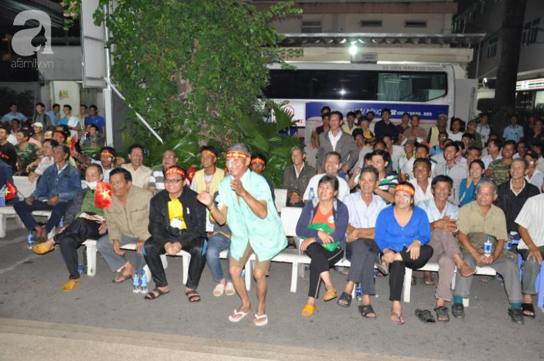 Hình ảnh đẹp trong trận chung kết bóng đá nam SEA Games: Bệnh nhân và y bác sĩ bệnh viện vỡ òa khoảnh khắc đội tuyển Việt Nam vô địch - Ảnh 7.