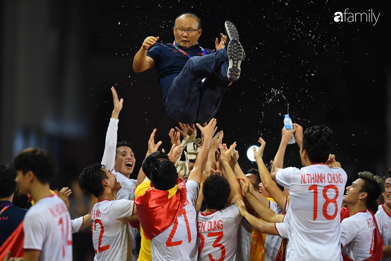Song hỷ của bóng đá Việt và giấc mơ Vàng 60 năm đã trở thành sự thật: Không có Lọ Lem hay Thánh Gióng, chỉ có những con người khổ luyện thành tài, đam mê và tận hiến - Ảnh 14.
