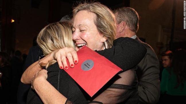 Nhân viên công ty bất động sản tại Mỹ sốc phát khóc khi được thưởng 10 TRIỆU ĐÔ trong ngày lễ - Ảnh 3.