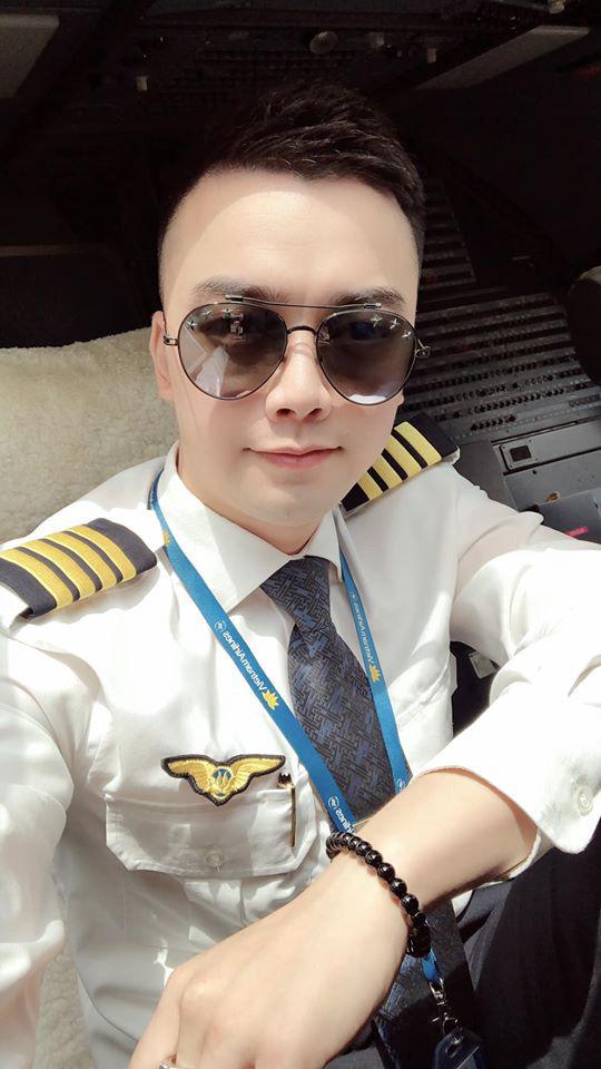 Bất ngờ với danh tính cơ trưởng lái chiếc máy bay chở toàn đội tuyển quốc gia từ Philippines về nước - Ảnh 3.