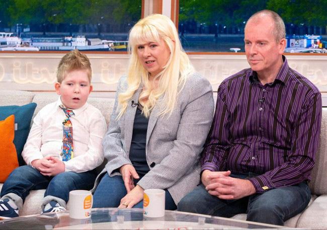Cậu bé sinh ra gần như không có não khiến các y bác sĩ kinh ngạc trước điều khó tin chỉ sau 3 năm - Ảnh 2.