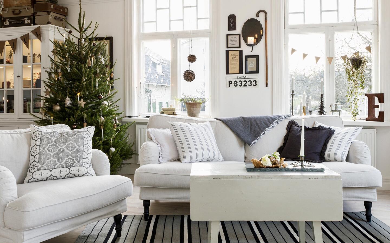 Ngôi nhà đúng chất Noel, không quá rực rỡ nhưng đầm ấm với cách trang trí chỉn chu từ trong ra ngoài