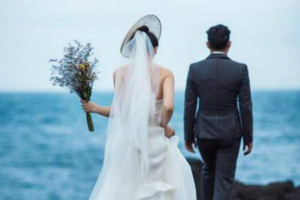 Đêm tân hôn mãi không thấy chồng xuất hiện, cô dâu xuống phòng mẹ chồng và chứng kiến hình ảnh bất ngờ, những lời nói của hai mẹ con càng cay đắng hơn nữa! - Ảnh 2.