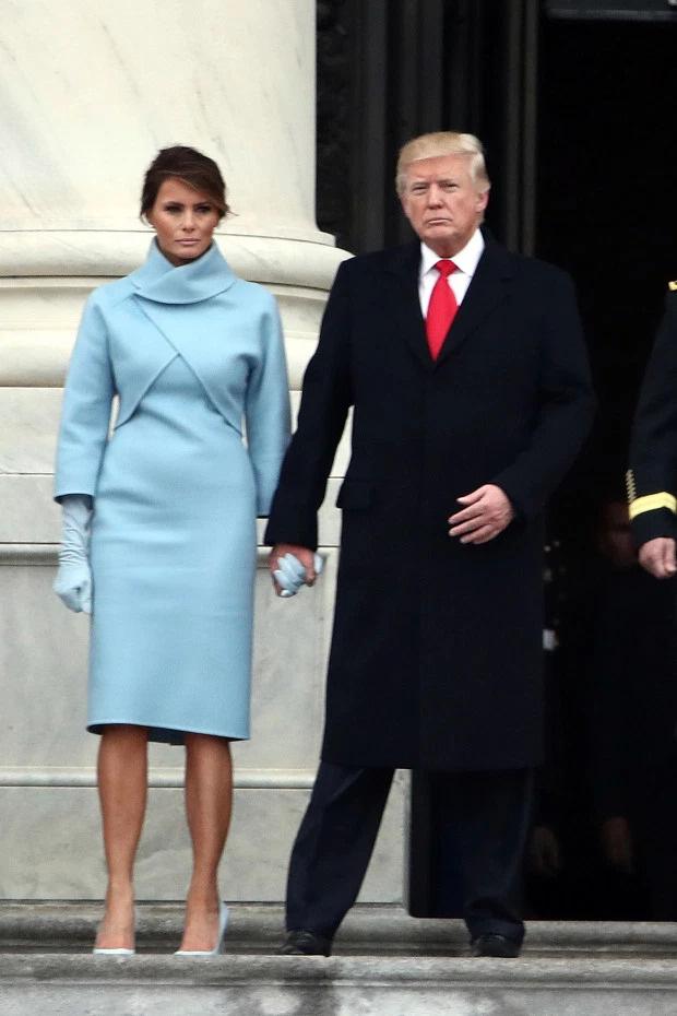 Từ nàng mẫu sexy nóng bỏng, bà Melania Trump đã thăng hạng lên Đệ nhất phu nhân với style quý phái như thế nào? - Ảnh 11.