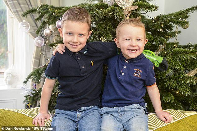 Bị dị tật bẩm sinh ở chi, bé trai 5 tuổi đã vỡ òa trong cảm xúc khi lần đầu tiên được ôm trọn vẹn em trai vào lòng  - Ảnh 6.