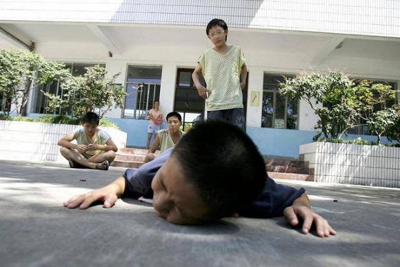 Con trai bị bạn học trêu chọc đến mức muốn tự tử, mẹ trẻ đến tận trường gặp kẻ bắt nạt, cái kết khiến ai cũng vỗ tay thán phục - Ảnh 6.
