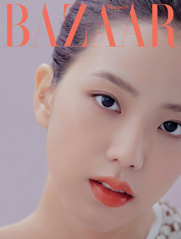 Jisoo (BLACKPINK) lại xuất hiện trên bìa tạp chí danh tiếng nhưng với vai trò mới khiến fan tự hào gấp bội - Ảnh 2.