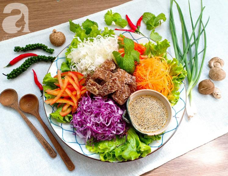 Ăn Eat Clean các mẹ đừng bỏ qua món salad ngũ sắc đẳng cấp nhà hàng này nhé - Ảnh 1.