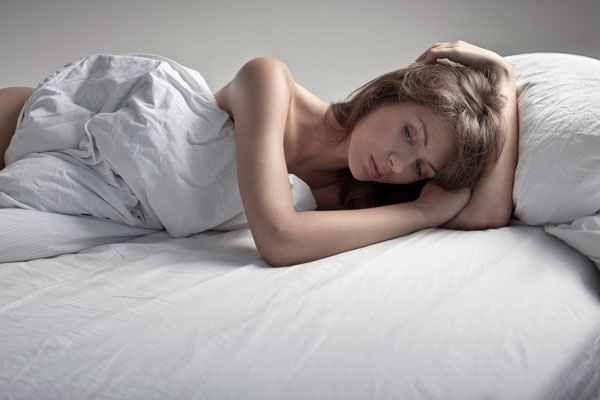 Hôm qua người yêu cũ của tôi lấy vợ, biết tin, tôi đau đớn nhốt mình trong phòng nhưng lại bất ngờ nhận được cuộc gọi của anh kêu gào tôi đến hôn trường giải quyết chuyện tế nhị - Ảnh 2.
