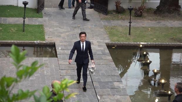 """Vì một hành động trong đám cưới Hoàng Oanh, Trường Giang được khen ngợi là """"ông chồng chiều vợ nhất showbiz Việt"""" - Ảnh 2."""