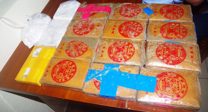 25 bánh heroin dạt ở biển Quảng Nam có liên quan tới 7,8kg nghi ma túy đá ở Huế? - Ảnh 1.