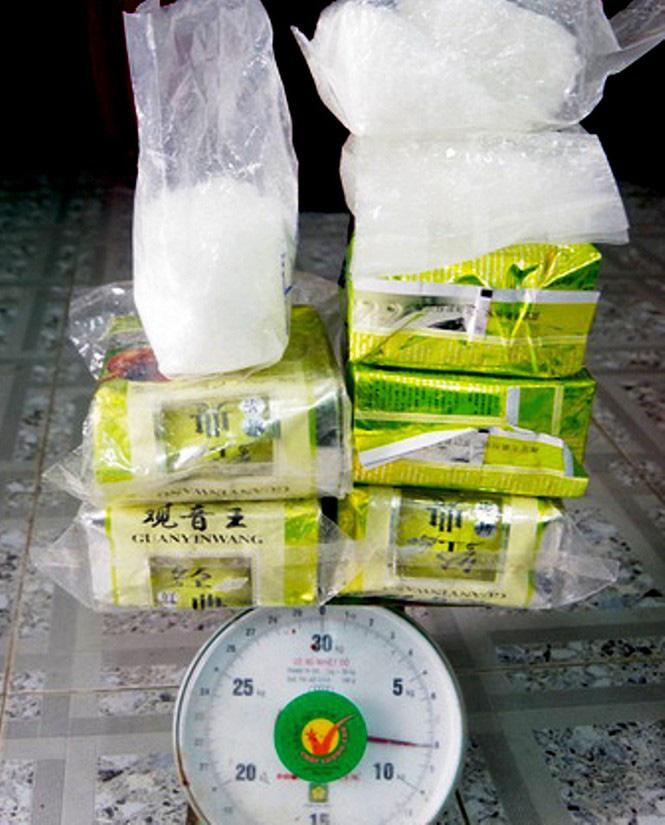 25 bánh heroin dạt ở biển Quảng Nam có liên quan tới 7,8kg nghi ma túy đá ở Huế? - Ảnh 3.