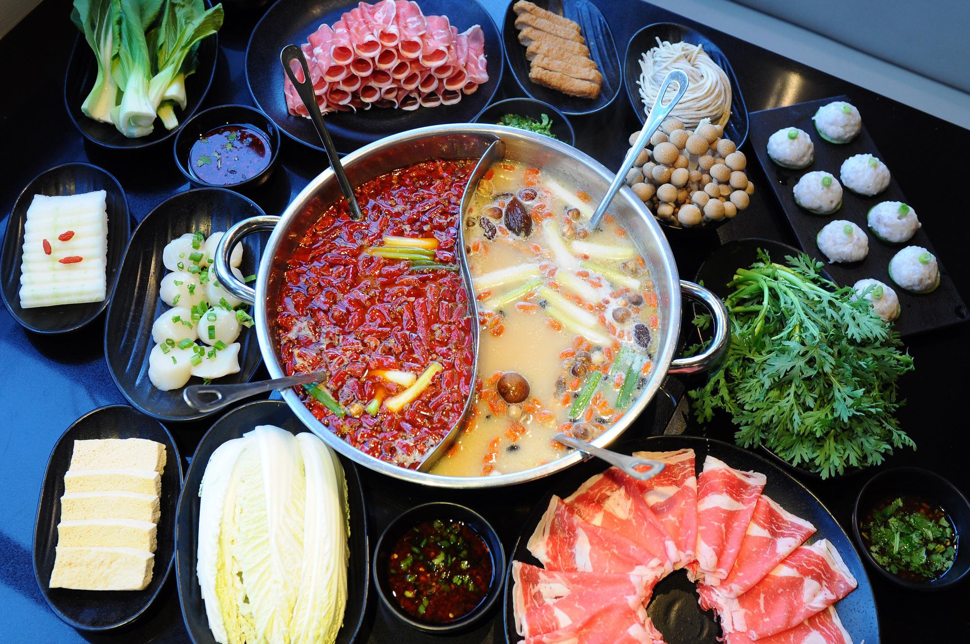 Ăn lẩu mùa Đông tuyệt ngon nhưng không phải ai ăn cũng tốt cho sức khỏe, nhất là những nhóm người này - Ảnh 2.
