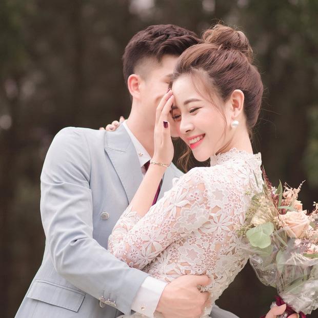 Vợ Phan Văn Đức khoe ảnh đính hôn, lộ một chi tiết khiến nhiều người tin rằng hai người sắp có em bé! - Ảnh 1.