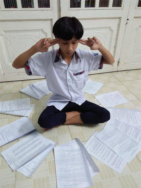 Bước vào mùa thi, học sinh có cách ôn luyện ai nhìn thấy cũng phải quỳ:  - Ảnh 2.