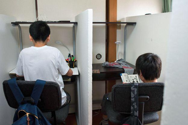 Ám ảnh kinh hoàng ở Nhật: Bắt nạt học đường, trường quy định cả màu đồ lót của học sinh, trẻ em thà tự tử còn hơn phải đi học - Ảnh 8.