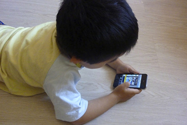 Trẻ nhỏ nghiện smartphone sẽ phải đối mặt với nguy cơ mắc ung thư não cao gấp 5 lần và hàng loạt căn bệnh nguy hiểm khác - Ảnh 3.