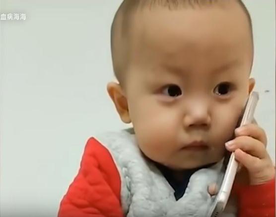 """Đằng sau vẻ mặt """"ham ăn"""" của cậu nhóc 2 tuổi là những nỗi đau đớn do căn bệnh ung thư ác tính gây ra khiến nhiều người không cầm được nước mắt - Ảnh 6."""