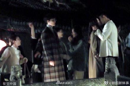 Địch Lệ Nhiệt Ba diện váy cưới lộng lẫy, cười hạnh phúc bên chú rể Hoàng Cảnh Du - Ảnh 6.