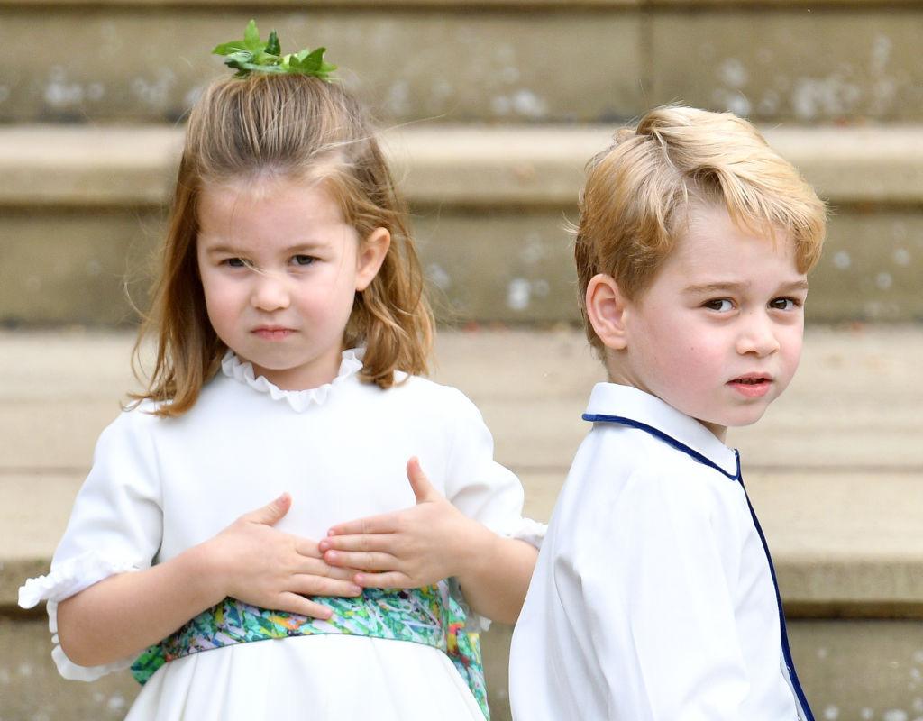 Công chúa Charlotte càng lớn càng xinh như búp bê, tóc mây bồng bềnh khiến ai cũng ghen tị - Ảnh 7.