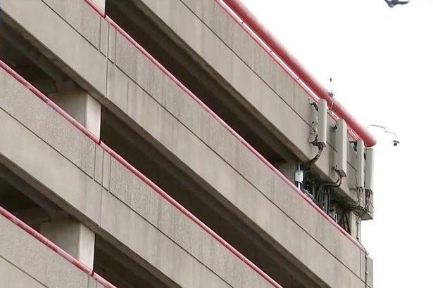 Sau khi ném hai đứa trẻ từ tầng 9 xuống đất, người mẹ bất ngờ lao theo khiến nhiều người chứng kiến phải rùng mình sợ hãi - Ảnh 2.
