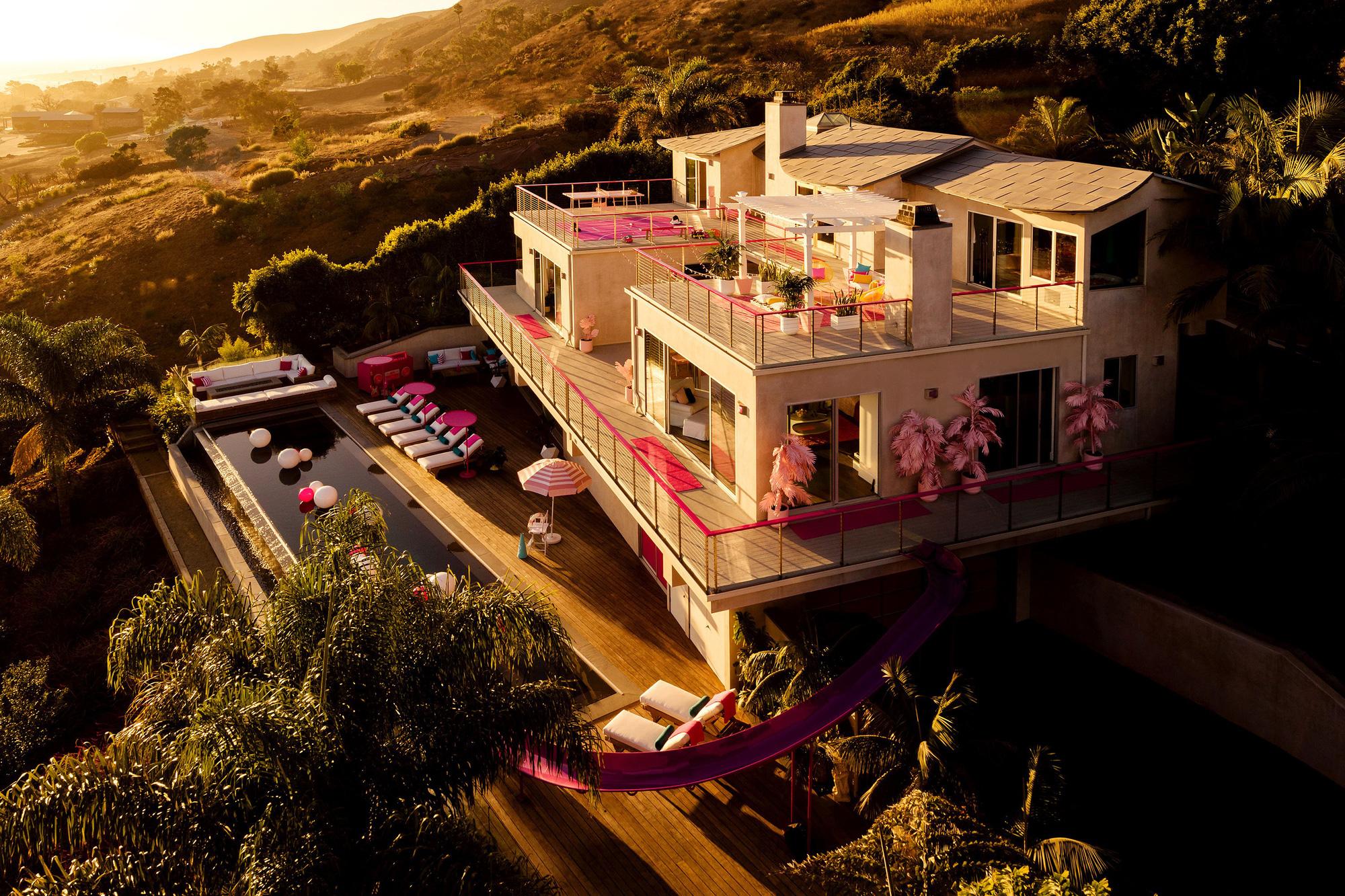 Ngôi nhà búp bê Barbie phiên bản hàng thật với giá 1,3 triệu/đêm, các cô gái nhanh tay xách vali lên nào - Ảnh 2.