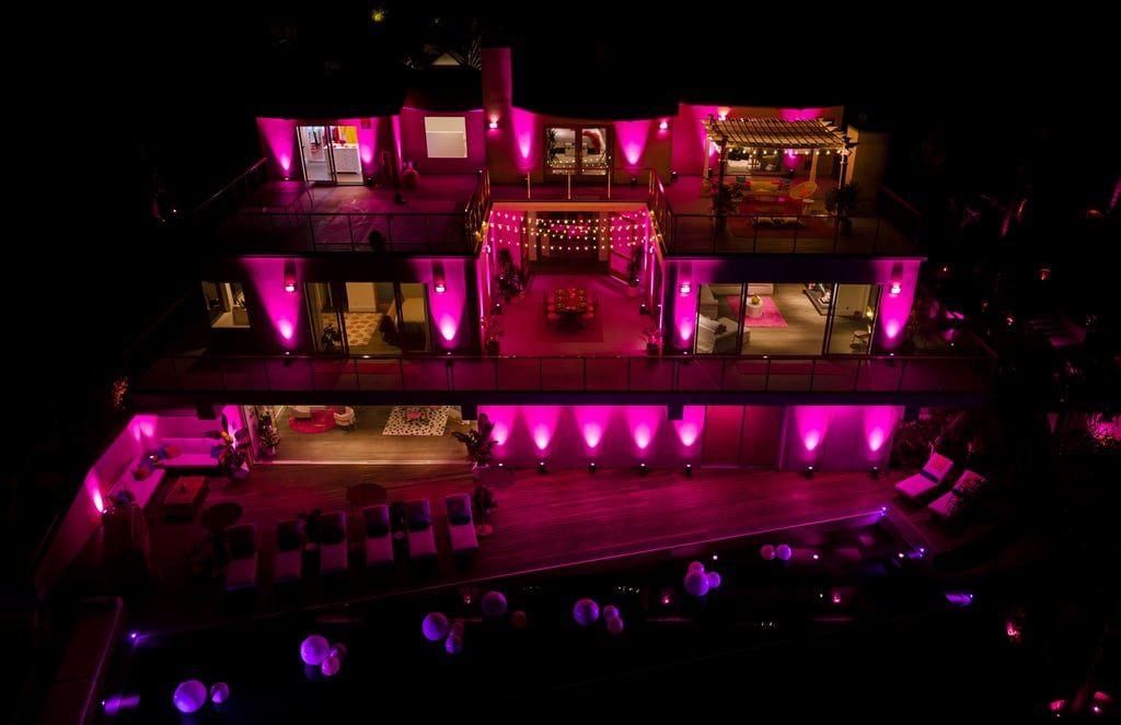 Ngôi nhà búp bê Barbie phiên bản hàng thật với giá 1,3 triệu/đêm, các cô gái nhanh tay xách vali lên nào - Ảnh 18.