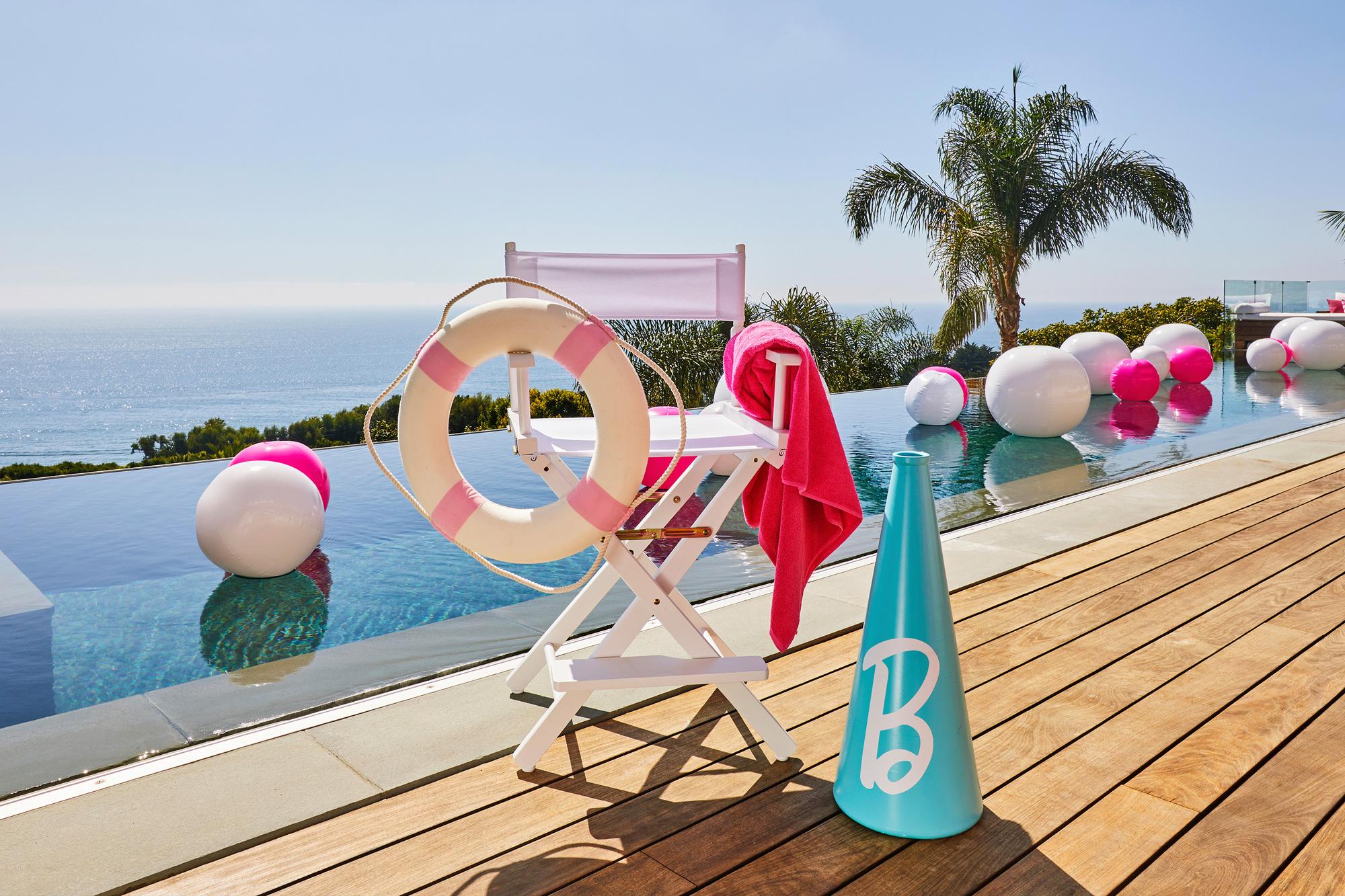 Ngôi nhà búp bê Barbie phiên bản hàng thật với giá 1,3 triệu/đêm, các cô gái nhanh tay xách vali lên nào - Ảnh 4.