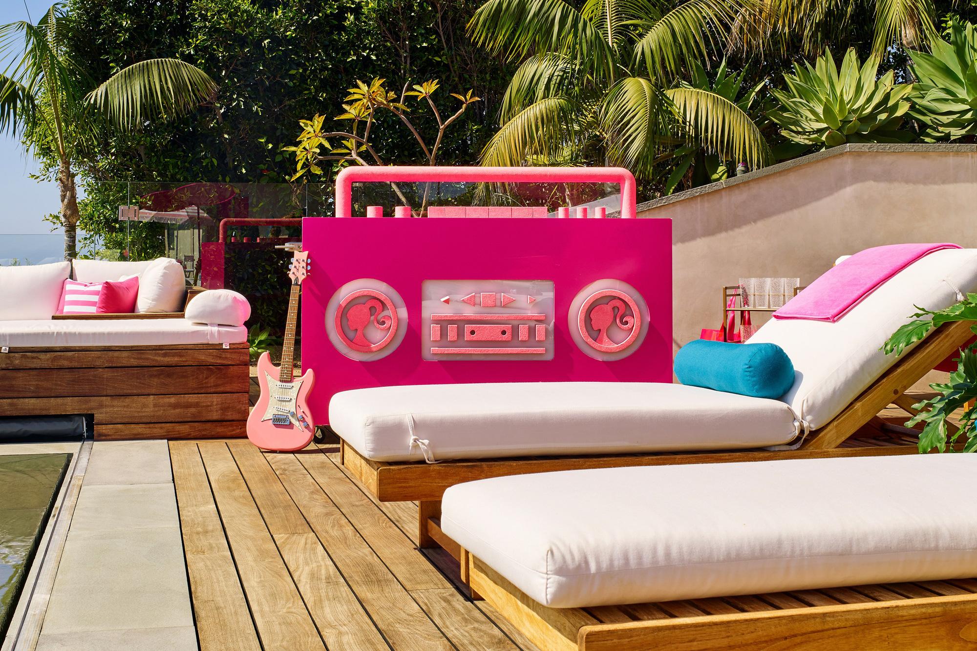 Ngôi nhà búp bê Barbie phiên bản hàng thật với giá 1,3 triệu/đêm, các cô gái nhanh tay xách vali lên nào - Ảnh 5.