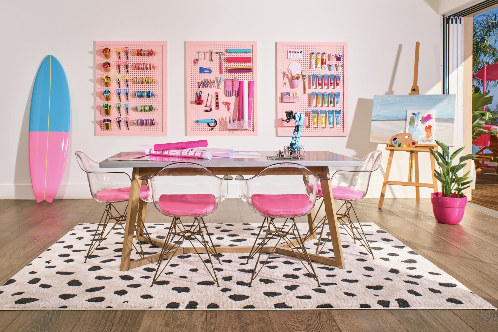 Ngôi nhà búp bê Barbie phiên bản hàng thật với giá 1,3 triệu/đêm, các cô gái nhanh tay xách vali lên nào - Ảnh 8.