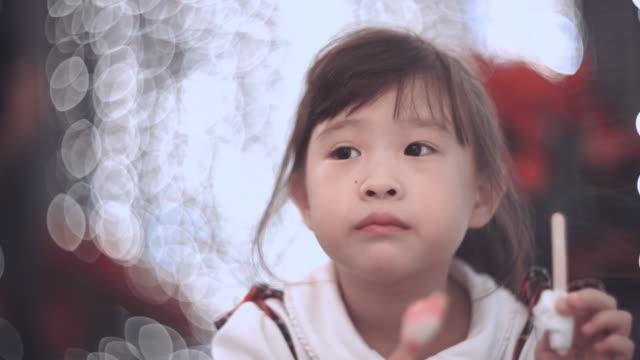 Thấy con gái tự giác dậy sớm học bài, bố mỉm cười hạnh phúc nhưng điếng người khi xoa đầu cô bé và sự thật - Ảnh 3.