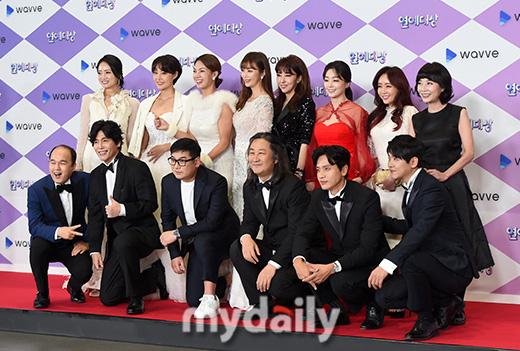 """Thảm đỏ """"hot"""" SBS Entertainment Awards 2019: """"Biệt đội"""" Running Man chiếm trọn sự chú ý nhưng Somin lại tiếp tục bị chỉ trích """"làm lố"""" - Ảnh 9."""