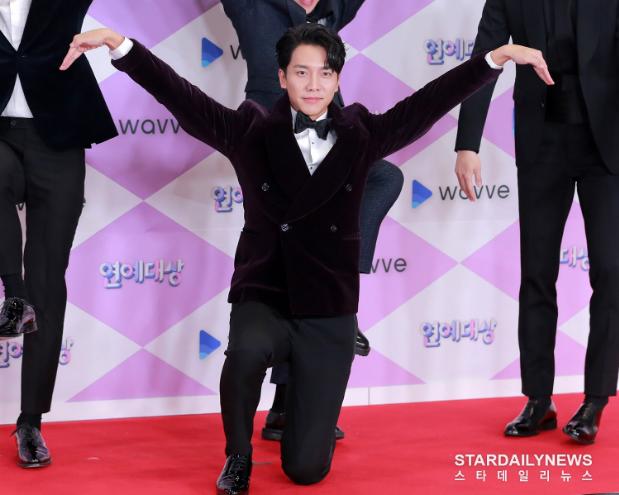 """Thảm đỏ """"hot"""" SBS Entertainment Awards 2019: """"Biệt đội"""" Running Man chiếm trọn sự chú ý nhưng Somin lại tiếp tục bị chỉ trích """"làm lố"""" - Ảnh 2."""