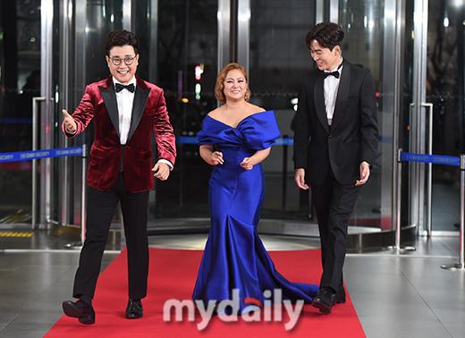 """Thảm đỏ """"hot"""" SBS Entertainment Awards 2019: """"Biệt đội"""" Running Man chiếm trọn sự chú ý nhưng Somin lại tiếp tục bị chỉ trích """"làm lố"""" - Ảnh 7."""
