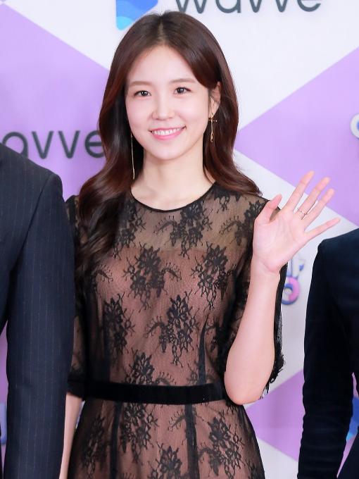 """Thảm đỏ """"hot"""" SBS Entertainment Awards 2019: """"Biệt đội"""" Running Man chiếm trọn sự chú ý nhưng Somin lại tiếp tục bị chỉ trích """"làm lố"""" - Ảnh 4."""