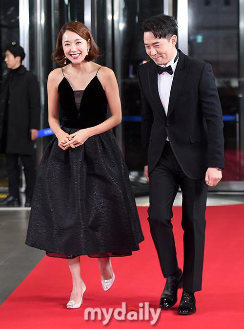 """Thảm đỏ """"hot"""" SBS Entertainment Awards 2019: """"Biệt đội"""" Running Man chiếm trọn sự chú ý nhưng Somin lại tiếp tục bị chỉ trích """"làm lố"""" - Ảnh 8."""