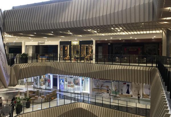 Thất vọng Aeon Mall Hà Đông, khai trương rồi hàng đóng cửa im lìm - Ảnh 13.