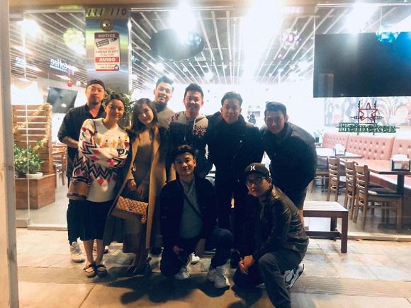 Đi lưu diễn ở Mỹ, Phạm Quỳnh Anh hạnh phúc khi hội ngộ đàn em Hương Tràm - Ảnh 3.