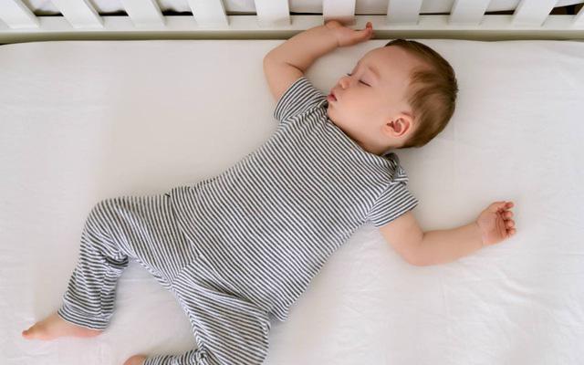 Hãy dõi theo câu chuyện của 2 bà mẹ Singapore chia sẻ về cách tạo nếp ngủ cho con và đưa ra chiến lược khôn ngoan cho giấc ngủ của bé - Ảnh 1.