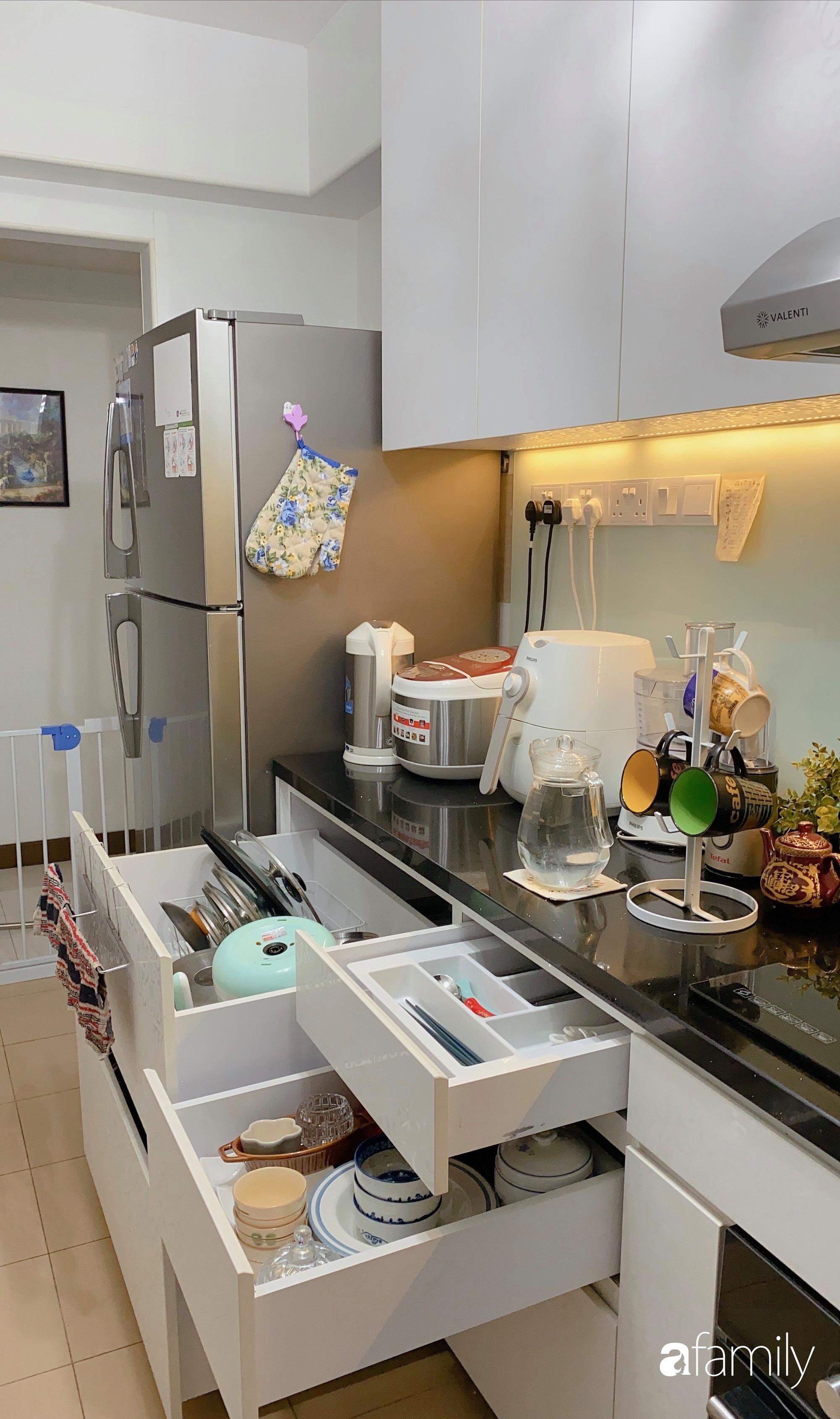 Căn hộ 92m2 góc nào cũng ấm cúng, sạch đẹp nhờ nguyên tắc bài trí gọn gàng của mẹ Việt ở Singapore - Ảnh 9.