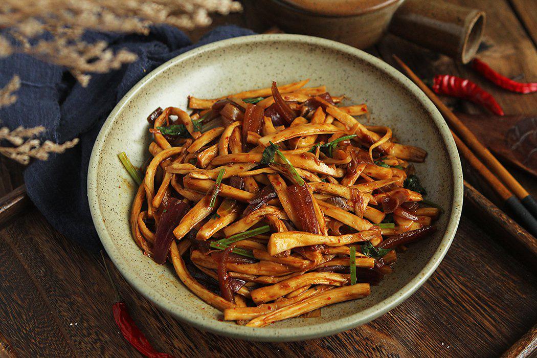 10 phút làm nhanh món nấm xào cay ngon cơm ngày lạnh - Ảnh 4.