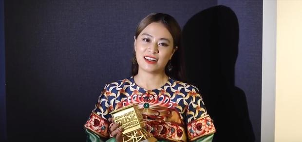 """""""Bùng nổ"""" với hit Để mị nói cho mà nghe, Hoàng Thùy Linh """"ẵm cúp"""" Nghệ sĩ xuất sắc nhất của Việt Nam tại MAMA 2019 - Ảnh 3."""