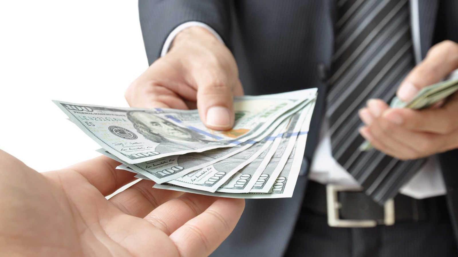 6 nguyên tắc vay-trả tiền để chị em công sở dễ bề nhìn mặt nhau dịp cuối năm