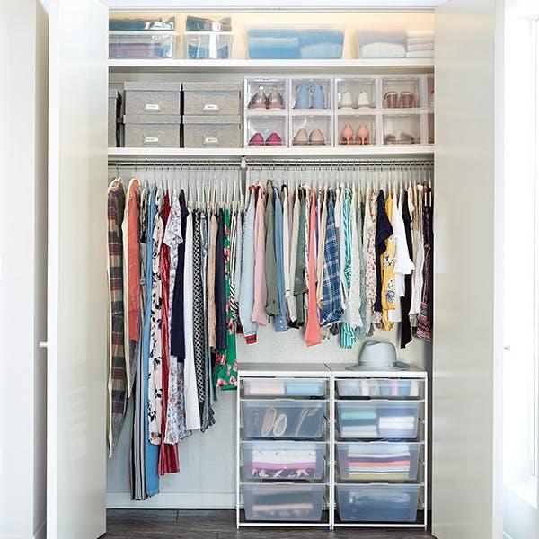 8 bước giúp bạn tối đa hóa không gian tủ quần áo bằng cách lưu trữ đồ theo mùa - Ảnh 9.