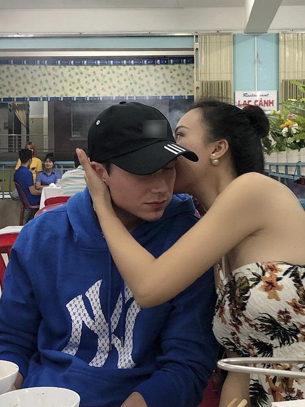 Sau đám cưới, Hoàng Oanh cùng chồng Tây thản nhiên ôm hôn tình tứ trong quán ăn - Ảnh 4.