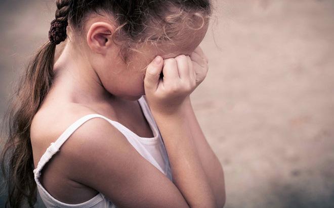 """Bé gái 3 tuổi đã có """"đèn đỏ"""" chỉ vì mẹ chăm bồi bổ cho con bằng loại thực phẩm mà nhà nào cũng có 1 lọ"""