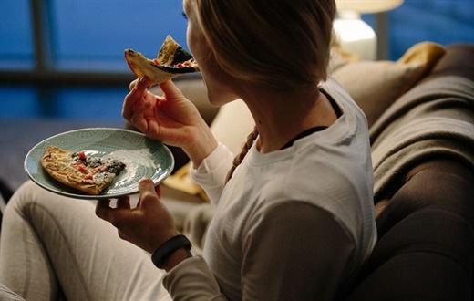 Phụ nữ sống lâu luôn thực hiện 6 thói quen đơn giản này vào buổi tối, bạn cần biết để thay đổi bản thân - Ảnh 6.